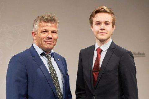 Bjørnar Skjæran, gruppeleder Ap og Tarjei Svalbjørg, ungdommens fylkesråd.