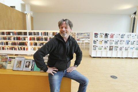 Ronald Nystad Rusaanes er festivalsjef for Det Vilde Ord som braker løs i stormen bibliotek tirsdag.
