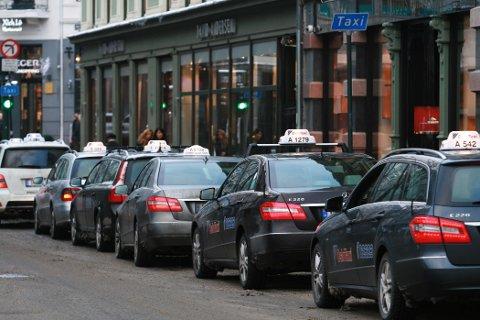 Hvilken taxi skal du velge hvis du ønsker å betale minst for turen? Det ønsker regjeringen nå å gjøre mer tydelig.