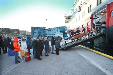 Terminalkai sør.Hurtigruta Kong Harald legger for første gang til ny kaia ved jernbanen. Du må vente til neste anbudsrunde før dette blir en permanent løsning.