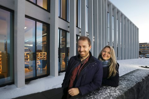 Vil ha folket med: Håkon Andreas Møller og Marianne Bahr Simonsen inviterer folket med på å lage framtidens Bodø. Innbygger-medvirkning blir en viktig del av Bylab Bodø, som skal etableres som et prøveprosjekt i Stormen bibliotek.  Foto: Tom Melby