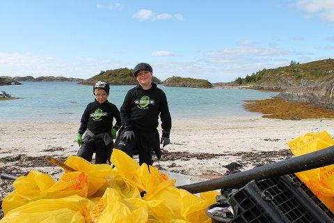 Miljøagenter strandrydder på Karlsøyvær