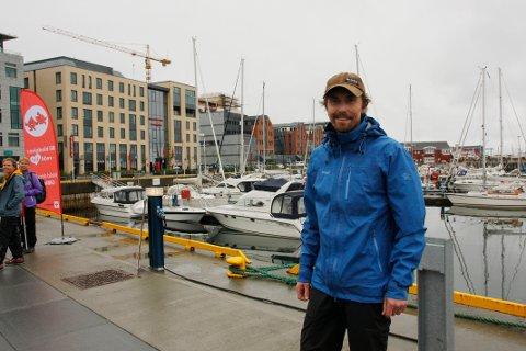 Øyvind Gundersen har rodd fra Svolvær til Bodø for å samle inn penger til Kreftforeningen.