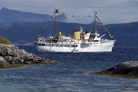 Hyppig gjest: Kongeskipet er en relativ hyppig gjest på Tranøy, ikke minst på grunn av dronningens store interesse for kunst.
