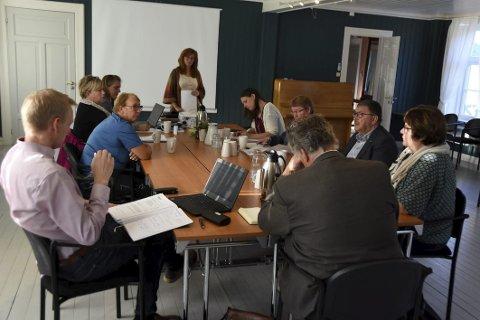 Diskusjonstema: Partssammensatt utvalg i Hamarøy har diskutert hva som kan gjøres for å bedre rekrutteringen av fagarbeidere til blant annet helse og omsorg, samt skolene i kommunen. Foto: Øyvind A. Olsen