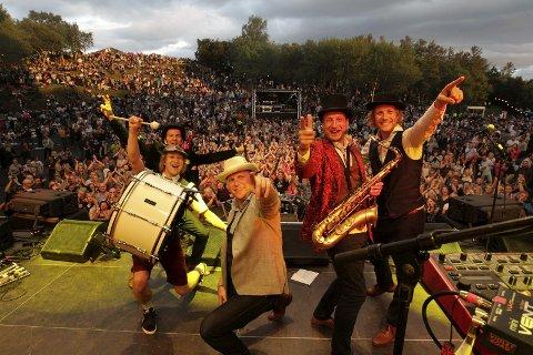 Populære: Violet Road har mange fans i Bodø etter flere utsolgte konserter. Dette bildet er fra bandets konsert i Parken i 2016.Foto: Bjørn Erik Olsen