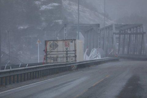 Containeren blåste av et godstog like ved Finneid bru. Foto: Tom Melby