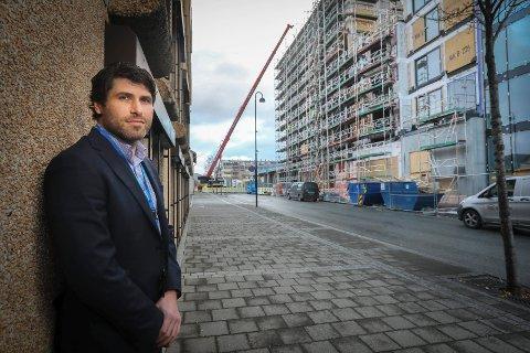Boligreportasje.Unge boligkjøpere på visning.2018.Kristian Haubakk (Banksjef, Sparebank 1 Nord-Norge, City Nord)