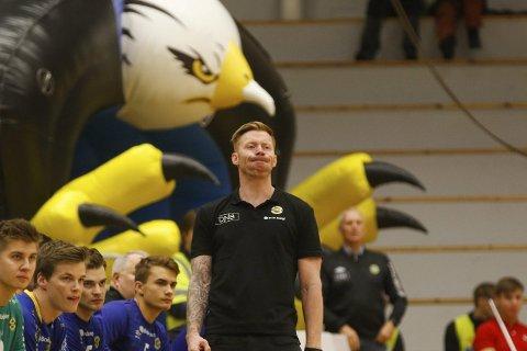 Grepet: Børge Lund og BHK-spillerne nekter å la seg prege etter åtte tap på rad i serien. Laget sliter fortsatt med å gripe tak i sesongens første poeng. Begge foto: Bjørn Erik Olsen