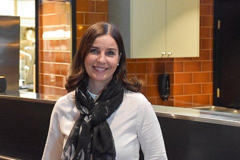 Daglig leder Hege Løvold er fornøyd med jobben som er gjort inne i lokalene til Løvold Kafeteria.