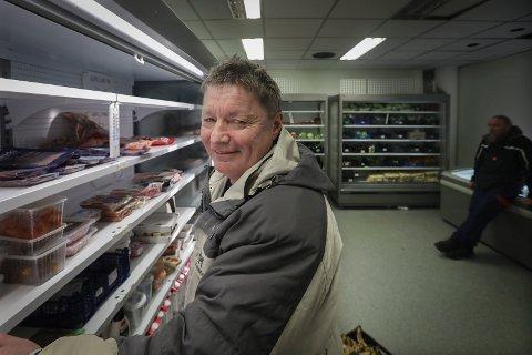 Matstasjon: Flere ganger hver uke drar Victor ned til Kirkens Bymisjon sin Matstasjon for å finne varer de kan bruke i matlagingen.