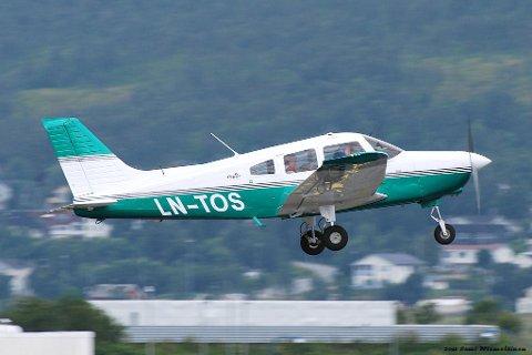 Småfly: Det var dette flyet som havarerte utenfor Svolvær søndag kveld. Flyet er av typen Piper PA-28, et ettmotors lett fly med stempelmotor.