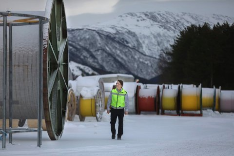 Inne i en tøff periode: Karl Peter Johansen har hatt bedre dager som fabrikksjef på Nexansfabrikken på Rognan, enn han opplever for øyeblikket. For nå står flere av hans ansatte i fare for å miste jobben.