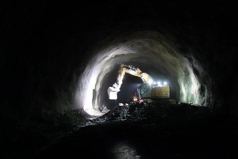 Arbeidet med Tjernfjelltunnelen går sin vante gang. Høsten 2019 er det etter planen klart for åpning.