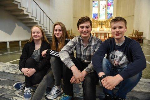 Konfirmanter: Fra venstre: Helene Tandberg, Dina Haarberg, Lasse Gjerstad og Espen Henriksen, alle 14 år skal konfirmeres 13. mai 2018. Selv verdsetter de tid med familien over gaver.