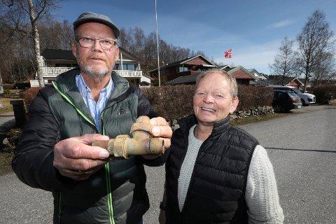 Kåre Bjørnstad og Knut Amundsen fikk en ubehagelig opplevelse da t-koblingen i hagen sprakk.