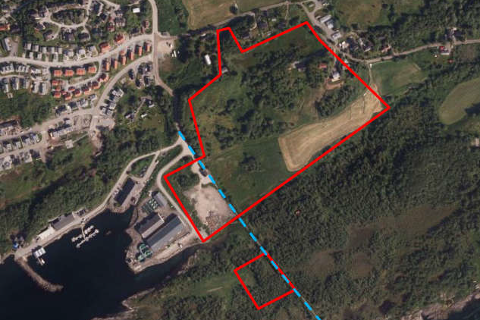 Grunnundersøkelsen ble utført i de to områdene markert i rødt. Den blå linjen markerer en sti.