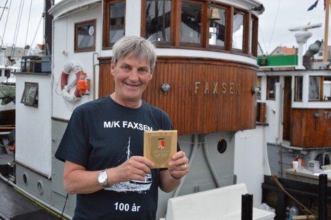 Pris: Skipper Yngve Karlsen tok imot pris på vegne av mannskapet på M/K Faxsen.
