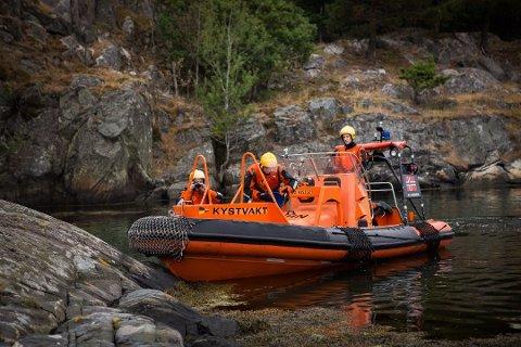 En båt av typen Sjøbjørn ble brukt i søket.