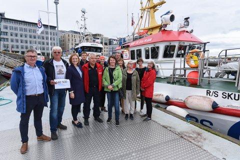 Representanter fra formannskapet i Bodø kommune, Odd Fellow Ordenen Bodø, Redningsselskapet og forsikringsselskapet Nordlys.