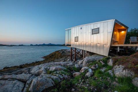 Hyttene: Det er sju designhytter på Manshausen. De er tegnet av arkitekt Snorre Stinessen. Foto: Kjell Ove Storvik