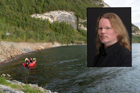 Kystvakta begynte søndag søket etter savnede Arjen Kamphuis. Foto: TV 2/ Dennis van Zuijlekom
