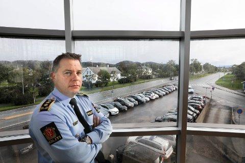 Politinspektør Bjarte Walla beklager at saken ble liggende så lenge at tiltalte ikke kunne dømmes for familievold.