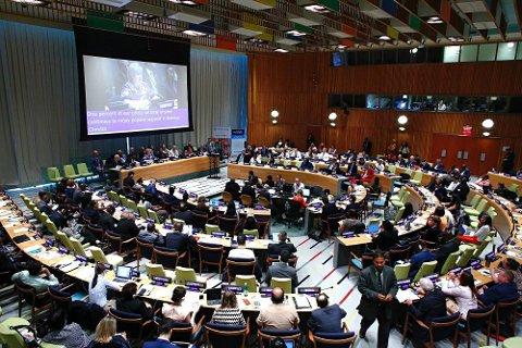 FN-MØTE: Norges statsminister Erna Solberg snakker på et høynivåmøte i FNs lokaler i New York.