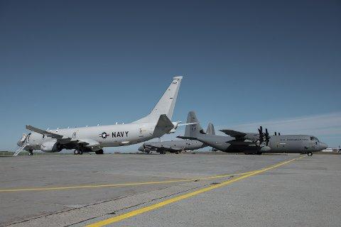 IKKE KLART: Når det første av de fem P-8A Poseidon maritime patruljeflyene (nærmest) kommer til Norge, er ikke fasilitetene på Evenes ferdig bygd. Det betyr at blant annet Andøya blir vurdert som base til hangaren på Evenes står ferdig i august 2022. Her en amerikansk P-8 på besøk under 333 skvadronens 75-års jubileum og 133 luftvings 60-års jubileum på Andøya flystasjon i 2017.