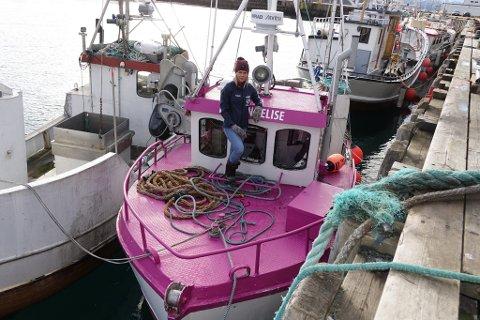LILLA: Sjarken Kristine Elise er ikke vanskelig å få øye på ved kaia i Hammerfest.