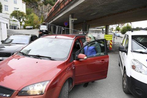 Tonje-Elin Aasebøs gamle bil ble solgt men aldri omregistrert. Til slutt fant hun den i Kalfarveien.