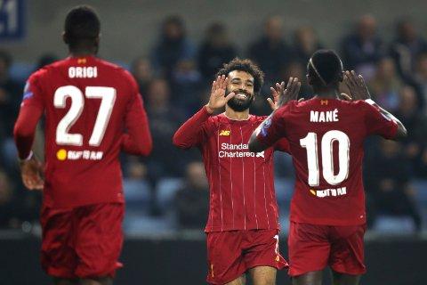 Mohamed Salah (t.v.) har scoret fem mål i Premier League denne sesongen. Alle fem scoringene har kommet på Anfield.