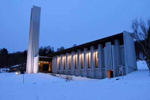 Kirker: Hamarøy kirke på Presteid er en av fem kirker i nye Hamarøy kommune. De fire andre ligger på Drag/Helland, Korsnes, Tømmernes og Finnøya.