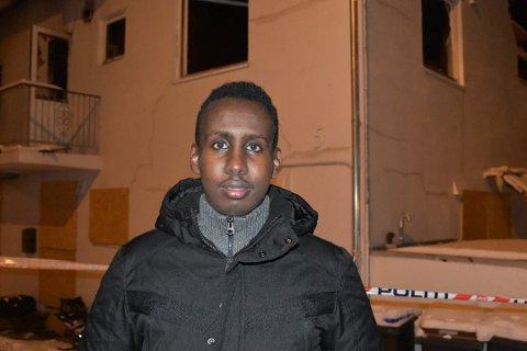 Mohamed Hussein Dirshe (20) hentet ut en 8-år gammel gutt fra det brennende bygget i Svolvær.