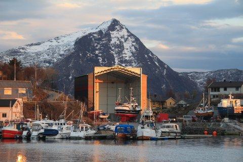 Ny vogn: Slip1 i Helnessund har de siste årene investert i ny og moderne båthall og i en slippvogn for båter på inntil 60 tonn. Nå skal vogna byttes ut med en større.