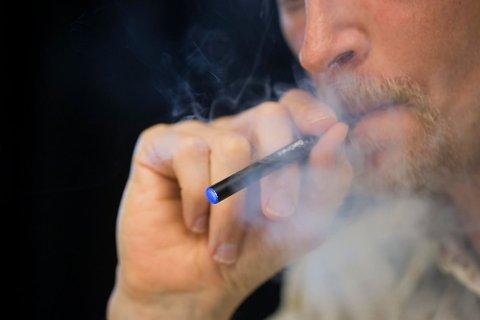 FARLIG: Ny studie har funnet en kobling mellom bruk av e-sigaretter og flere helseproblem.  Foto: Berit Roald / NTB scanpix