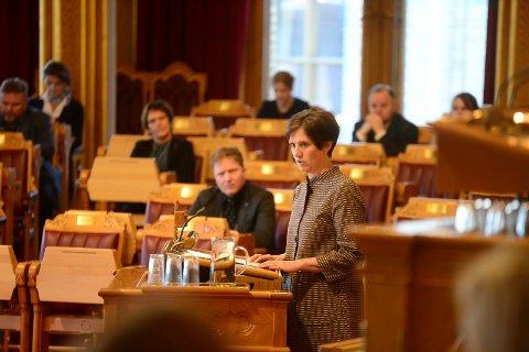 Kjersti Toppe (Sp) ser for seg et samarbeidsprosjekt, et hjem, finansiert 50/50 av kommune og stat. Der pasienter som Mia får omsorg og hjelp til å bo og leve med sine utfordringer, men også med spesialisthelsetjenesten til stede. Nå vil hun løfte fram en debatt i Stortinget.