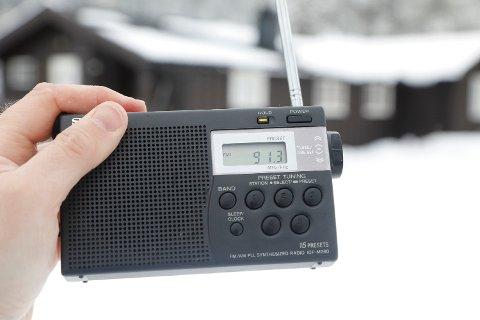 Selv om de nasjonale radiokanalene har droppet FM og gått over til DAB, er det over 100 lokalradiostasjoner som fortsatt sender på FM. Medietilsynet skal nå se på om de fortsatt skal få lov til det. Foto: Erik Johansen (NTB scanpix)