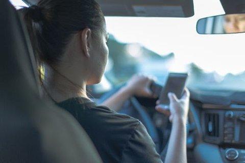 En undersøkelse fra Codan Forsikring viser at 31 prosent mellom 18 og 29 år har sjekket Snapchat mens de har kjørt bil.