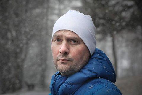 Romjula i fjor var starten på noen turbulente uker for Odd Arne Hansen. Nå er 49-åringen evig takknemlig for all den hjelpen han har fått på veien.