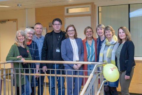 Fra venstre: Ann Kristin Johnsen (Stadiontunet), Unny Nome Sivertsen (Furumoen), Trond Einar Skårn (Sølvsuper), Vidar Øyen (Hovdejordet og Vollsletta), Ida Pinnerød (ordfører), Elsa Kommedal (Mørkved), Ida Røg Tjeldberg (Sentrum), Kirsten Willumsen (institusjonsleder Helse- og omsorgsavdelingen) og Åse Bente Mikkelborg (livsgledekonsulent). Foto: Aleksander Ramberg