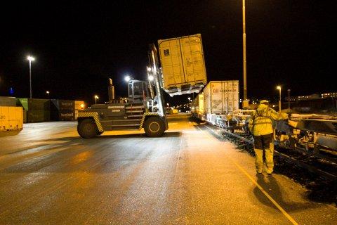 Nordlandsbanen, godstog, godstransport, Cargonet, Railcombi, tog, kontainere, godsterminal, Bodø jernbanestasjon