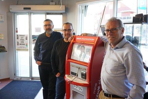 Geir-Jakob Hellem, Morten Øyre og Anders Espolin Johnson er alle ansatte hos Fotohuset Johnson.