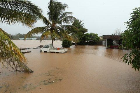 Et oversvømt område i kystbyen Pemba i Mosambik etter syklonen Kenneth tidligere i år. Stigende havnivå øker risikoen for oversvømmelser under kraftige uvær langs kysten mange steder i verden. Foto: Tsvangirayi Mukwazhi / AP / NTB scanpix