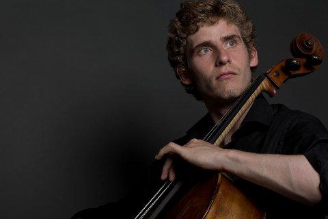Cellostjerne: Andreas Brantelid spås en stor karriere. Det skal i hvert fall ikke stå på kvaliteten på instrumentet. Fredag spiller han i Stormen med Arktisk Filharmoni med en Stradivarius verdt mange millioner - dollar.