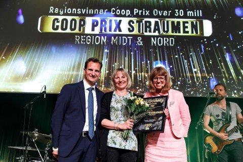 Preben Wang, assisterende kjedesjef i Coop Prix, Aina Simone Timonen, butikksjef i Coop Prix Straumen og Ingjerd Vestengen, kjededirektør i Coop Prix.