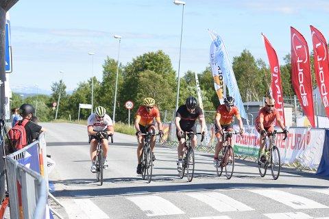 Midnattsolrittet samlet over 500 syklister