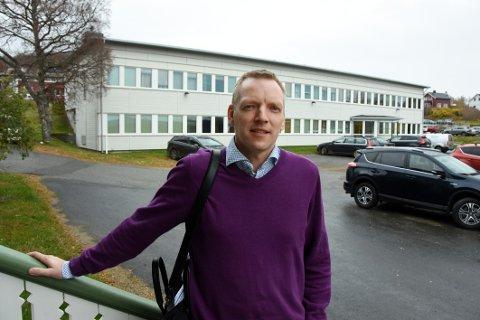 På pengejakt: Rådmann Eirik André Hopland trenger mer penger til gjennomføring og oppfølgning av sammenslåingen mellom Hamarøy kommune og Tysfjords vestside.