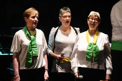 Veteraner: Berith Fredriksen (t.v.), Wenche Wold og Kari Sørensen har vært med i Skutvik Blandakor i alle år.