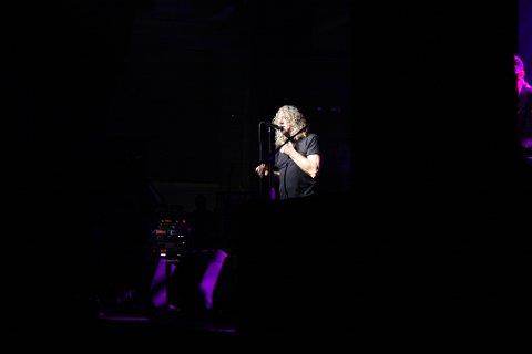 Robert Plant måtte dempe publikum i Spektrum.